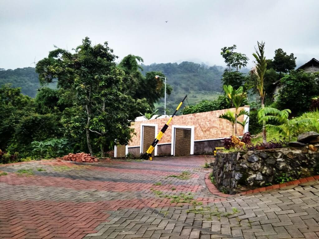 Gerbang Villa Termewah di Puncak Pacet